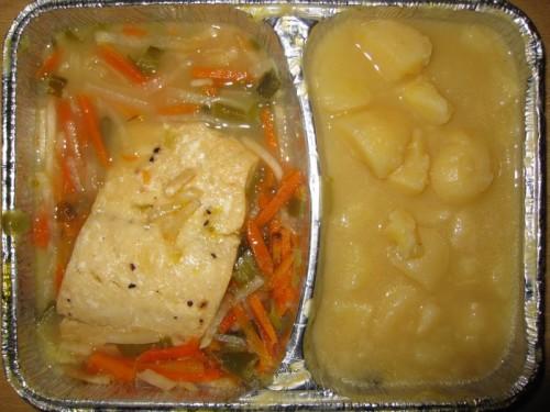 Gedünstetes Fischfilet in feinem Gemüsebett, mit Limonen-Buttersoße und Kartoffeln