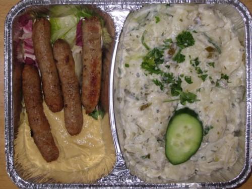 4 Nürnberger Würstchen mit Senf und Gurkenkartoffelsalat