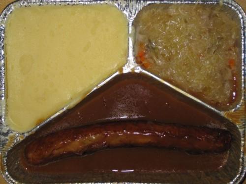Thüringer Rostbratwurst in herzhafter Senfsoße mit Delikatesssauerkraut, Kartoffelpüree, Senf
