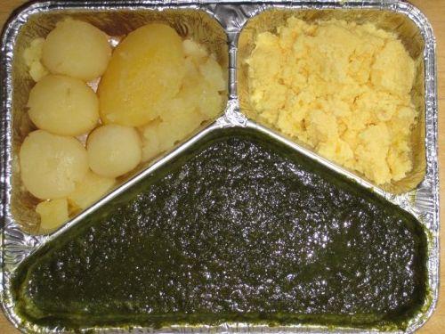 Spinat mit Rührei und Kartoffeln, Kompott