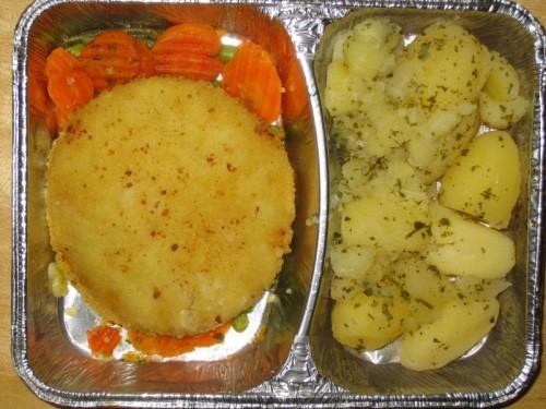 Blumenkohl-Käse-Medaillon auf feinem Gemüse, Petersilienkartoffeln