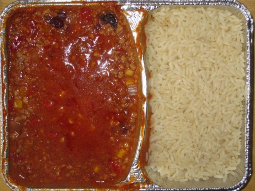 Mexikanisches Chili con carne (würzig abgeschmeckt) mit Butterreis