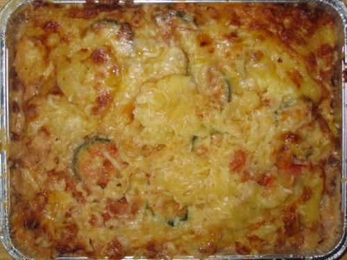 Italienischer Kartoffelauflauf mit Zucchini, Tomate und Mozzarellakäse