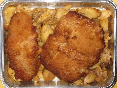 Riesenschnitzel auf Bratkartoffeln