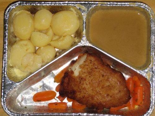 Gefülltes Putenschnitzel an Buttermöhrchen, dazu Butterkartoffeln