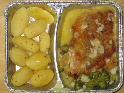 Gegrilltes Fischfilet an Broccoli, mit Mandelblättchen und Dillkartoffeln