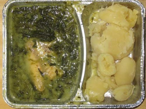 Rotbarschfilet auf Blattspinat mit Sauce Hollandaise und Salzkartoffeln