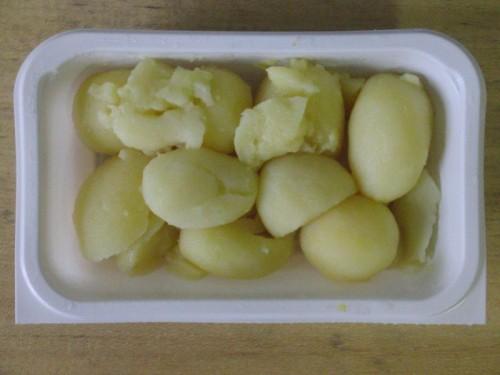 Sahniger Kräuterquark mit Kalbsleberwurst, Butter, Salzkartoffeln