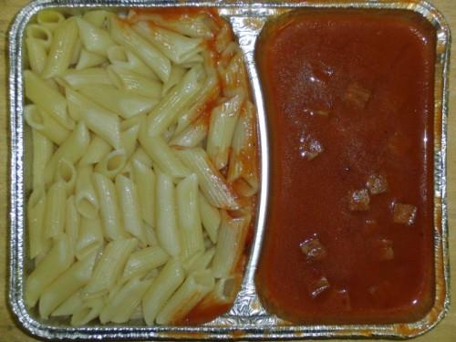 Makkaronichips mit Jagdwurstwürfeln und fruchtiger Tomatensoße