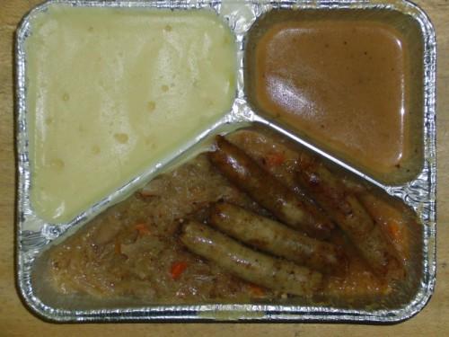 4 Nürnberger Würstchen auf Delikatesssauerkraut, mit Zwiebelkartoffelpüree und Senftüte