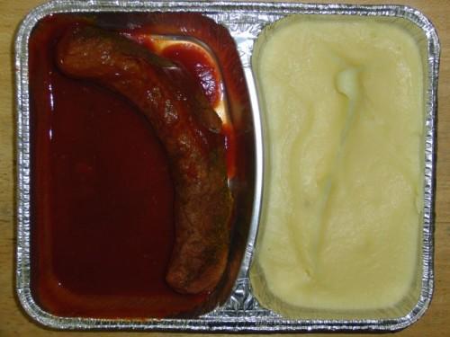 Currywurst mit würzigem Tomatendip und Kartoffelpüree