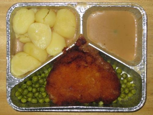 Hähnchenbrust mit Kräuterbutterfüllung, auf Buttererbsen, mit Rahmsoße, Kartoffeln