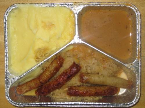 4 Nürnberger Bratwürstchen auf Sauerkraut, Senf, Zwiebelkartoffelpüree
