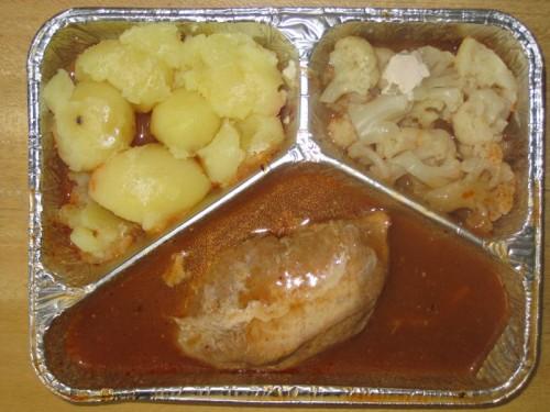 Gefülltes Schnitzel mit Blumenkohlgemüse, Kartoffeln, Kompott