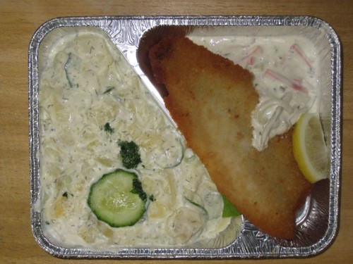 Gebackenes Fischfilet mit Remoulade und Gurkenkartoffelsalat