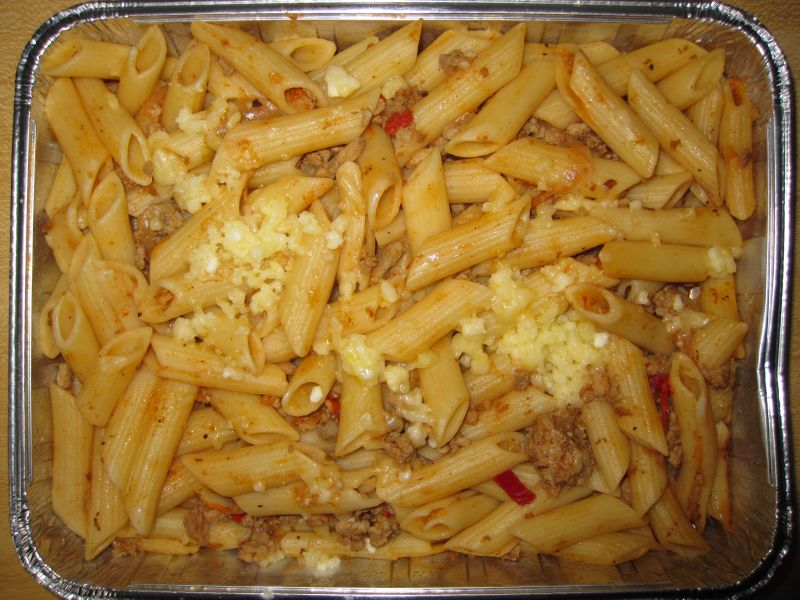 """Makkaronipfanne """"Saloniki"""" mit Hackfleisch, Paprika, Schafskäse"""