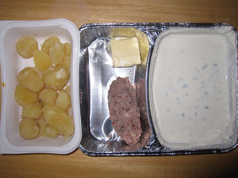 Hausgemachter Quark mit Butter, Leberwurst und Salzkartoffeln