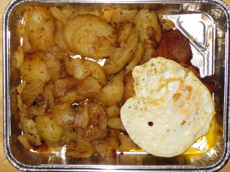 """""""Hamburger Schnitzel"""" (Spiegelei auf Schnitzel) und Bratkartoffeln"""