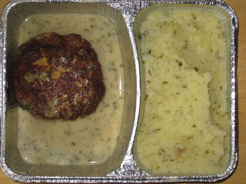 Fischbulette mit Kräuterkartoffelpüree, Kräutersoße, Rohkost