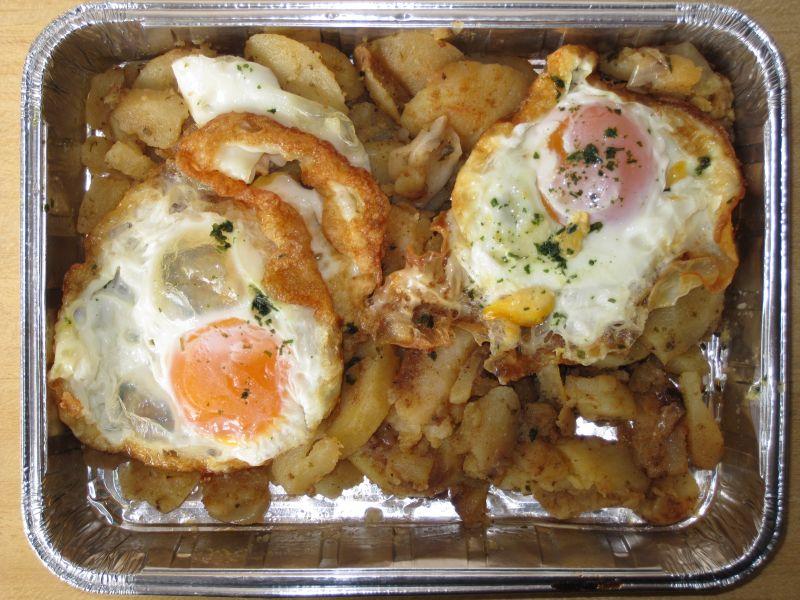2 Spiegeleier auf Bratkartoffeln, Dessert