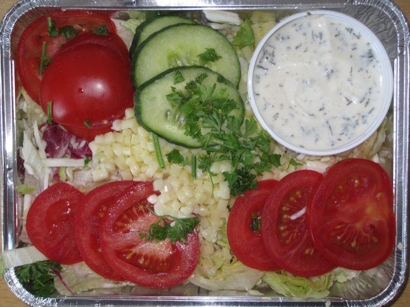 Frische Blattsalate mit Tomaten und Mozzarella