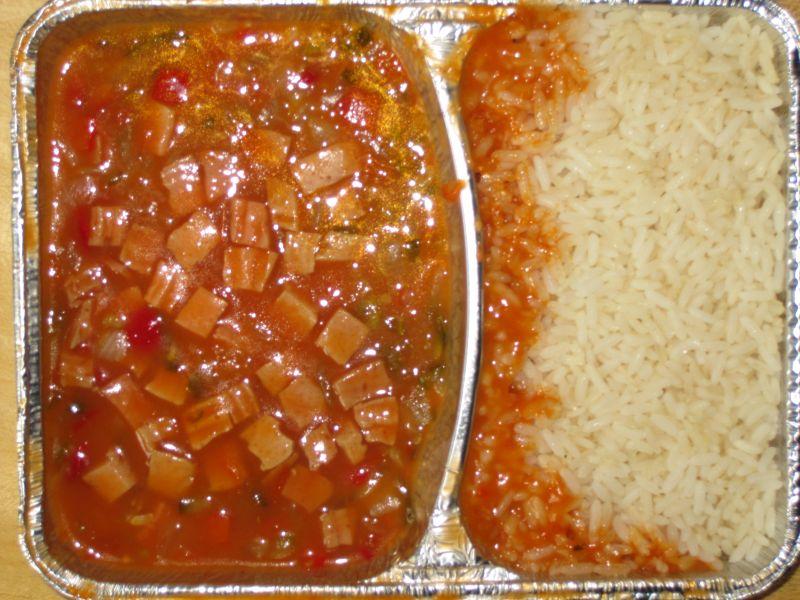 Wurstgulasch mit Reis dazu Obst