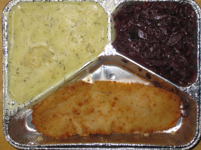 Gebackenes Fischfilet mit Rotkraut und Dillkartoffelpüree