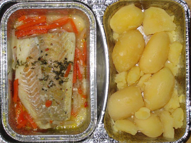 Fisch in Folie gebacken mit Kräutern und Salzkartoffeln, Dessert