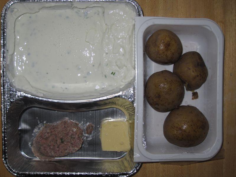 Zwiebelquark mit hausm. Leberwurst, frischem Schnittlauch, Butter, Pellkartoffeln