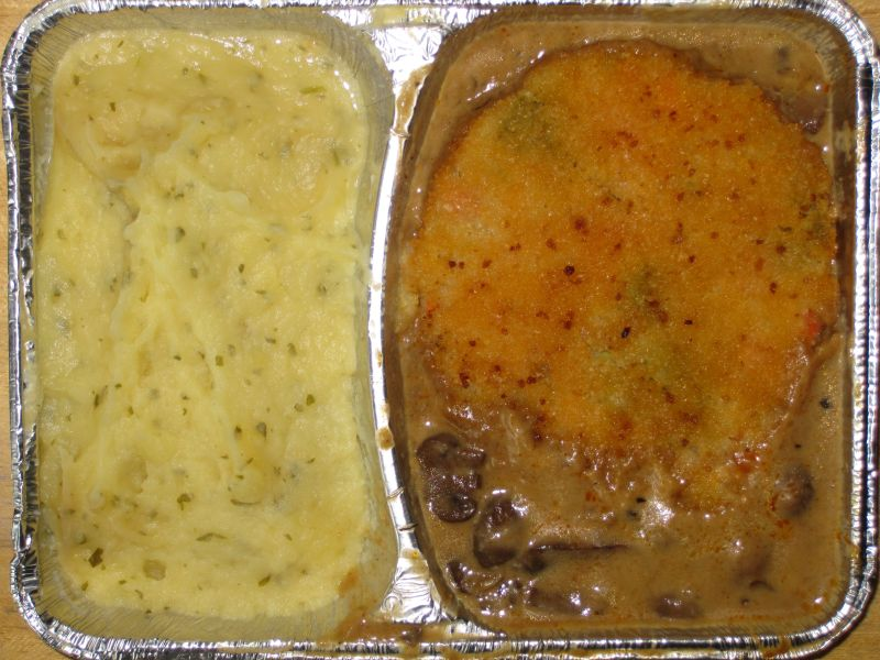 Gemüseschnitzel auf Rahmchampignons, mit Kräuterkartoffelpüree, Dessert