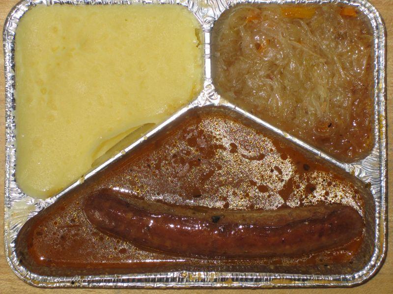 Thüringer Rostbratwurst in herzhafter Senfsoße, mit Delikatesssauerkraut und Kartoffelpüree, Senf