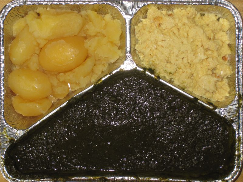 Spinat mit Rührei und Kartoffeln, Pfirsichkompott