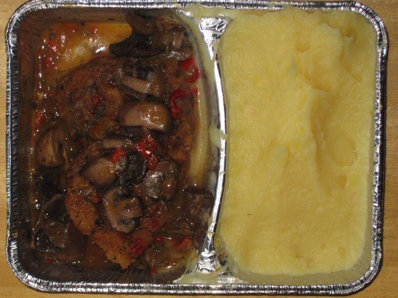 """Schnitzel """"Jägerart"""" mit Pilzen und Kartoffelbrei, Dessert"""