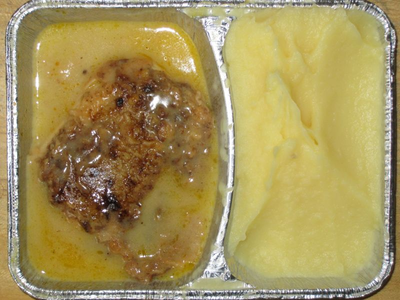 """Gebratenes Fischfilet """"Natur"""" mit Zitronen-Butter-Soße und Sahnekartoffelpüree"""