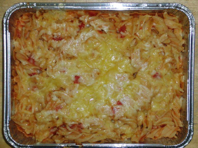 Nudeln überbacken mit Tomaten-Basilikumsoße und Käse