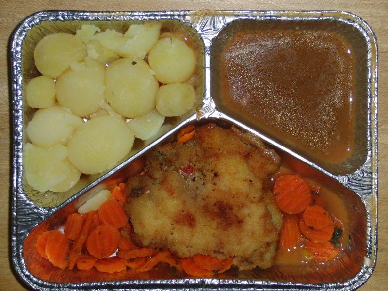 Hähnchenbrust mit Pilzfüllung auf Buttermöhren, mit Geflügelsoße und Kartoffeln