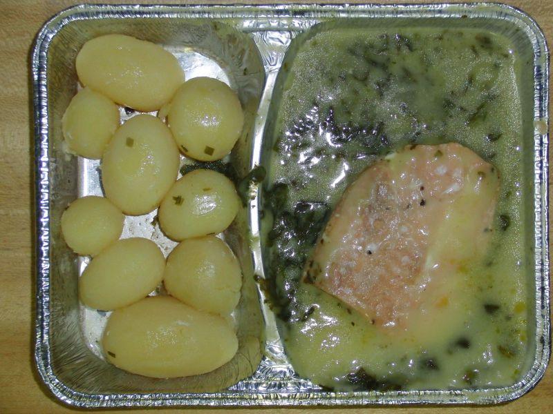 Lachs auf Blattspinat mit Sauce Hollandaise, dazu Kräuterkartoffeln