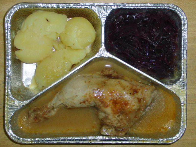 Hähnchenkeule mit Rotkraut und Salzkartoffeln