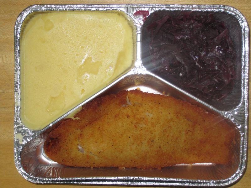 Gebackenes Rotbarschfilet mit Rotkraut, Sahnekartoffelpüree