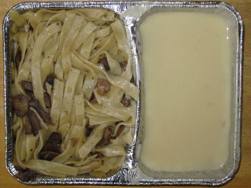 """Tagliatelle al prosciutto"" Bandnudeln mit Pilzen in milder Sahnesauce"
