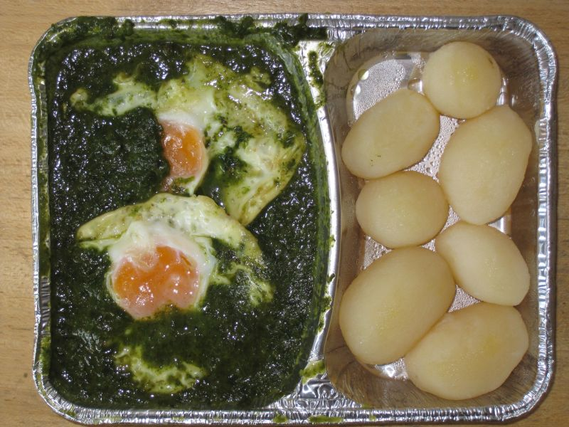 2 Spiegeleier auf Rahmspinat, mit Salzkartoffeln