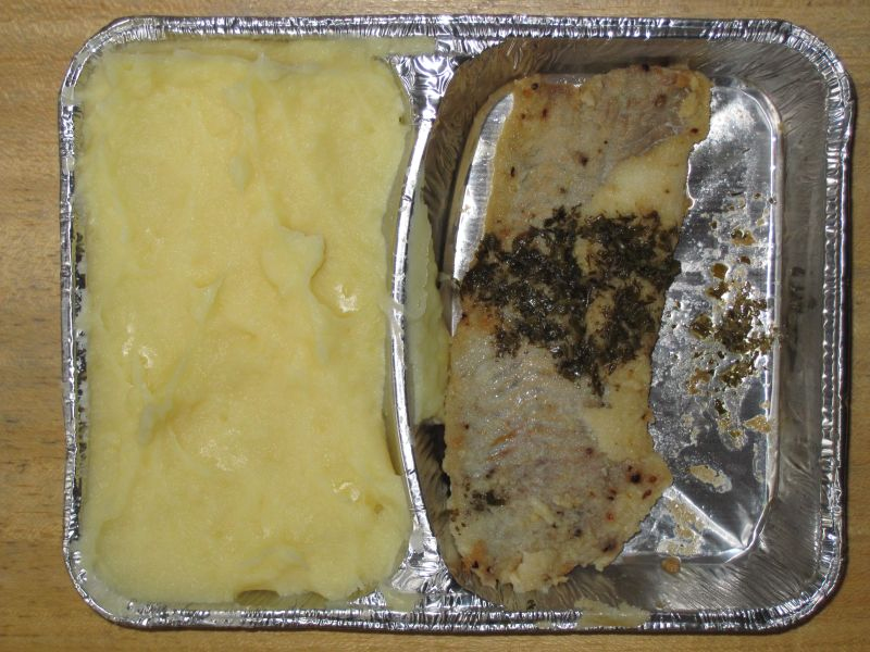 Gebratenes Fischfilet mit Kräuterbutter, Sahnekartoffelpüree
