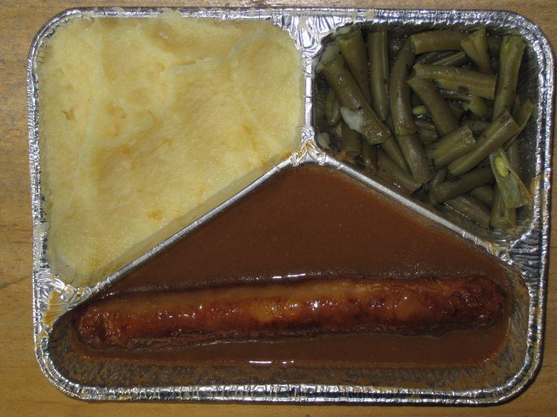 Sächsische Bratwurst mit grünen Bohnen, Kartoffelbrei, Joghurt